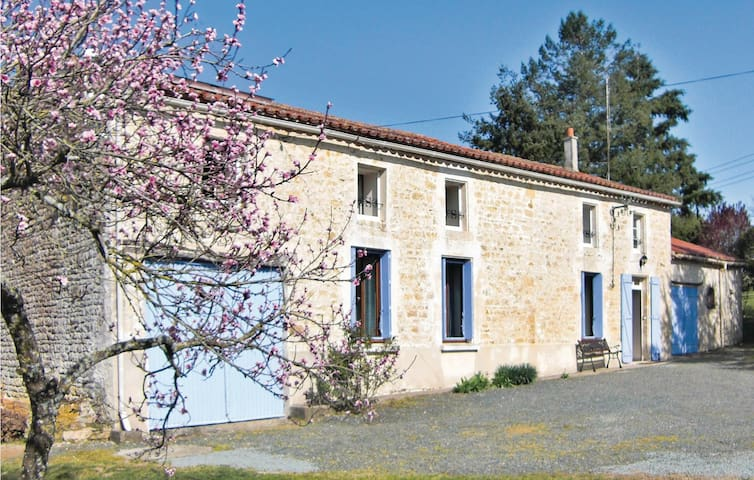 Holiday cottage with 3 bedrooms on 163 m² in La Chapelle Themer
