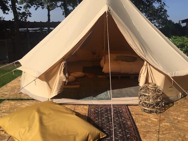 Mooie sahara tent met zwembad en hottub