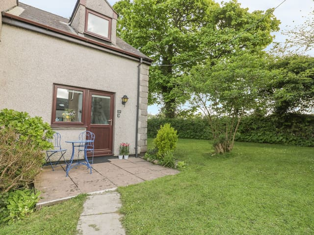 COASTIES, pet friendly, with pool in Penzance, Ref 970382
