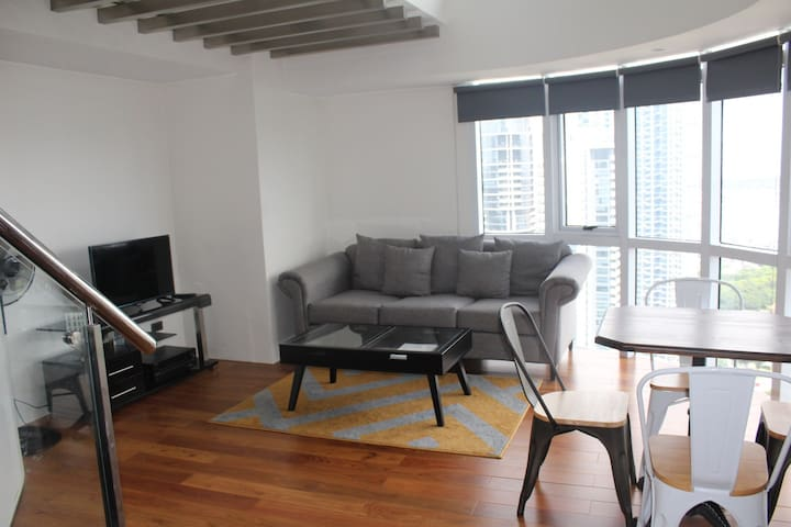 NEW, CLEAN, MODERN&COZY Entire Place/2 Storey BGC!