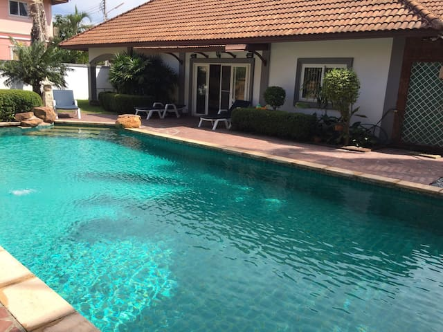 large family House with huge pool - Muang Pattaya - Rumah