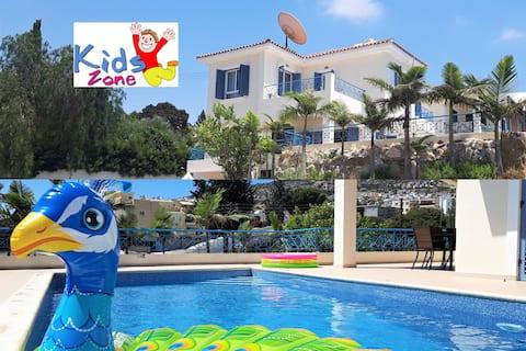 """""""Fun in the Sun""""Villa (Large Pool,BBQ & Sea Views)"""