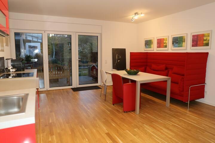 Große Wohnung bei Düsseldorf; 15 Minuten zur Messe
