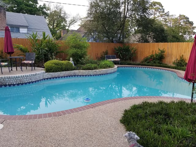 Nice retreat near NW Med Ctr w/private rooms/bath