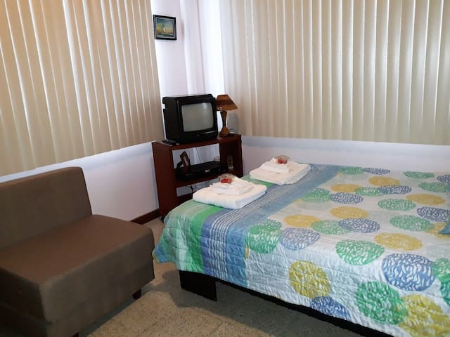 Cesar's House. Confortable Dormitorio Triple