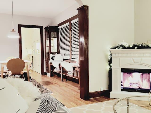 Bright Modern Clean Cozy Retreat Vibrant Lakewood