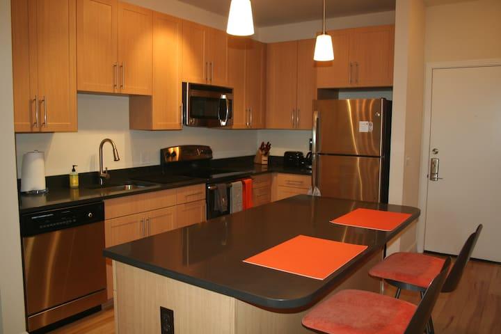 Apartment bedroom across street Dunn Loring Metro. - Fairfax - Apartment