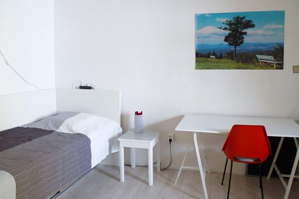 Single bed + desk