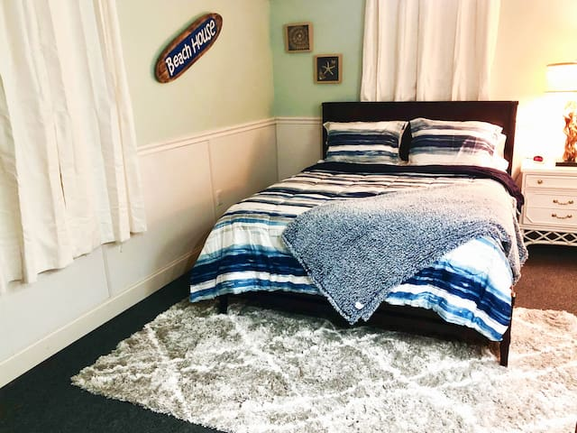 ★Stylish & Comfy★ Private Entry, ♛Queen Bed + Pkg