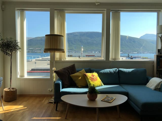 Central private flat with mountain and sea view