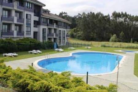 Excelente apartamento con piscina. - Urbanización Ría del Pas