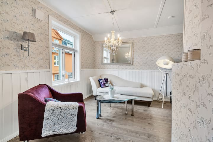 loft apt in the heart of the city. 3min walk to CC