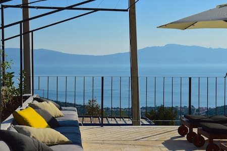 Holiday home Calliope w/heated pool & sea view - Zaostrog - Hus