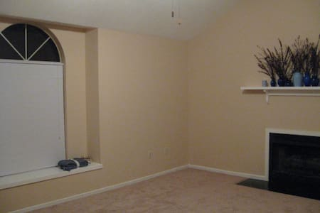 Clean, safe rooms and living area - Goose Creek