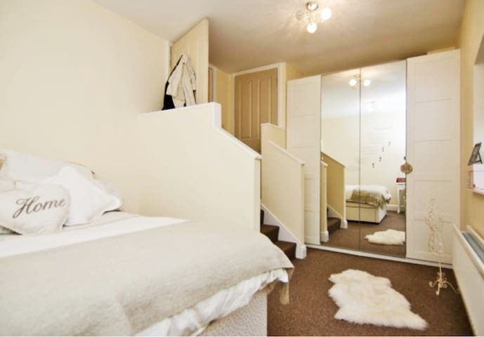 A home from home, cosey one bedroom apartment