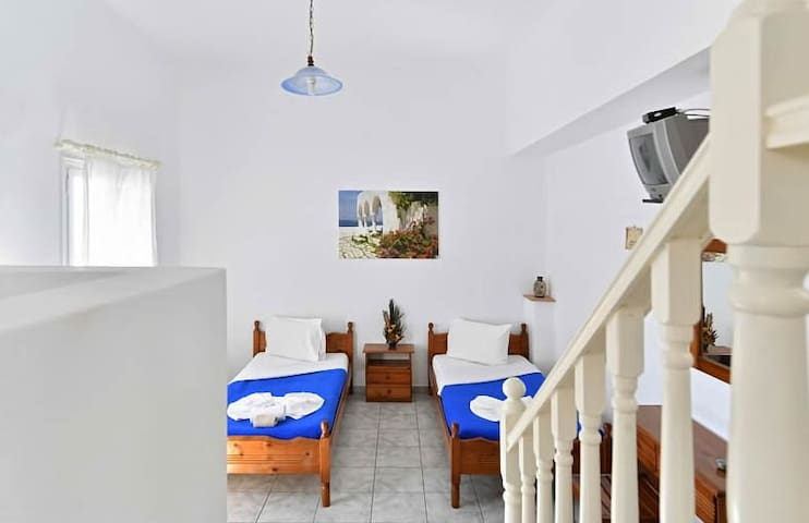 Split level serviced apartment, 5min to Naoussa -6