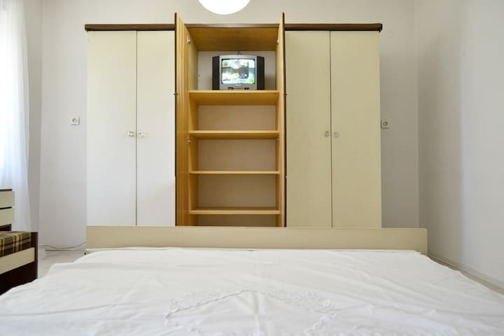 Bedroom. Double bed. TV and multimedia. Wardrobe