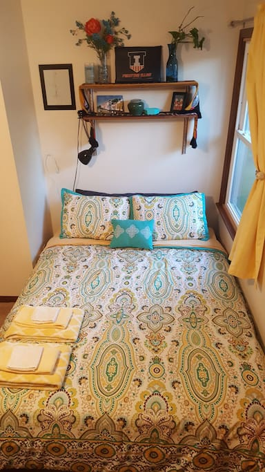 Bright and comfy bedspread and pillows.