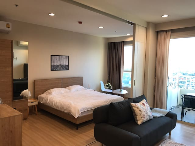 New 1BR high floor near BTS /IconSiam w super-mart