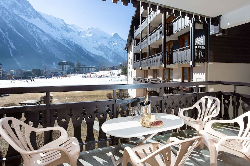 Balcony with Mont Blanc views and overlooking le Savoy ski area