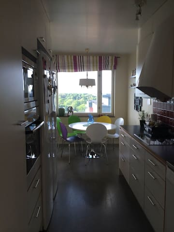 3 RoK högst upp i huset med balkong - Lidingö
