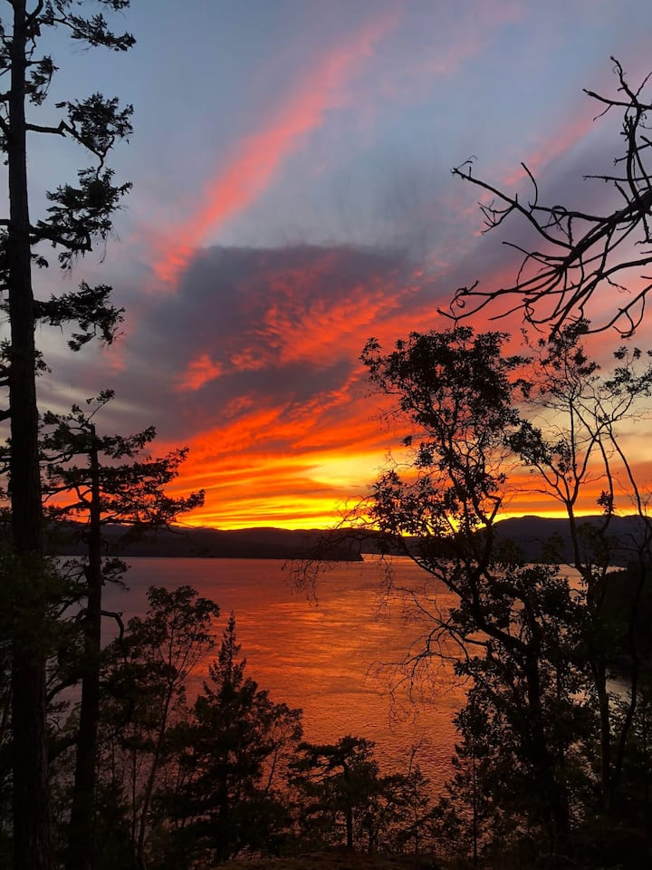 Stunning Sunset View from Copper Bluffs Tiny Home