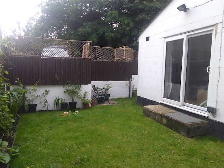 Secluded bungalow with garden and parking