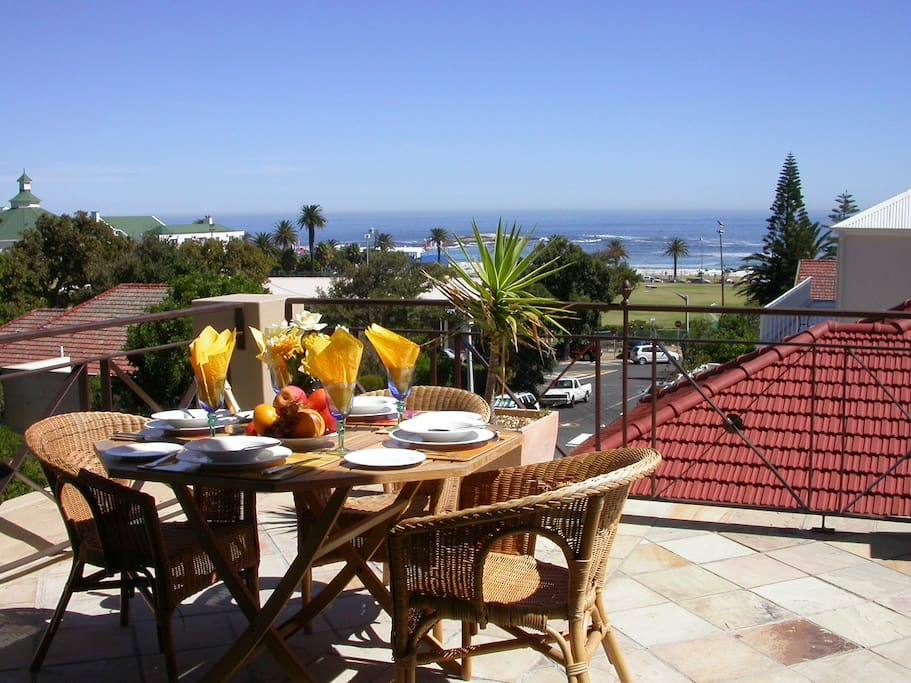 En suite double room villas for rent in cape town for Best private dining rooms cape town