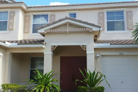 Cozy Home in West Palm Beach - Royal Palm Beach - 一軒家