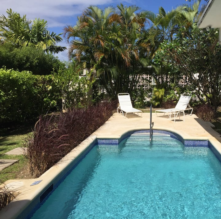 Relaxing private villa, OWN POOL stroll to beach