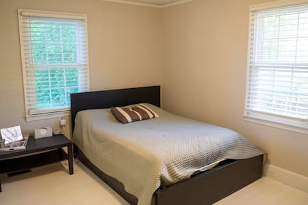 Private bedroom minutes from downtown Rock Hill