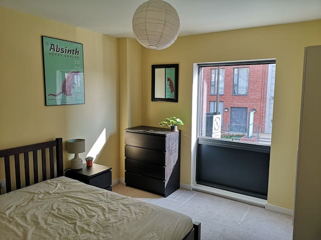 Amazing double room in a very spacious modern flat