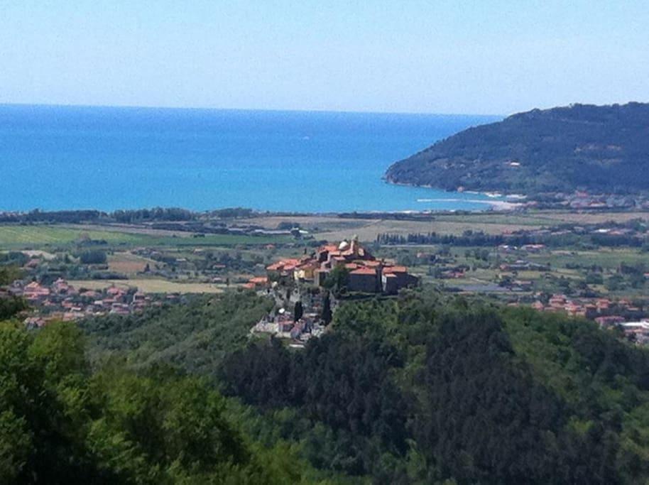 Vista panoramica dalla piazza del paese