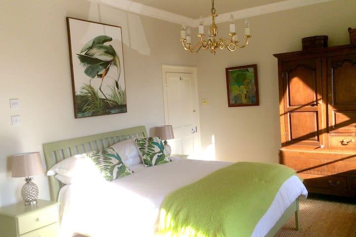 *Couples Retreat* Luxury En-Suite Room + Breakfast