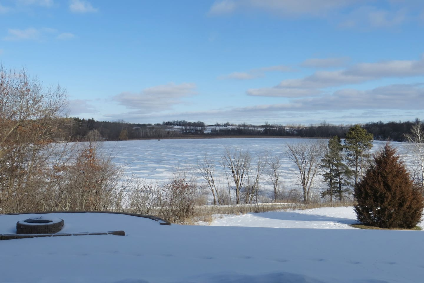 Winter view of the lake.