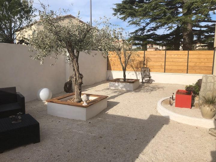Villa Provençale avec cour, jardin, cadre calme