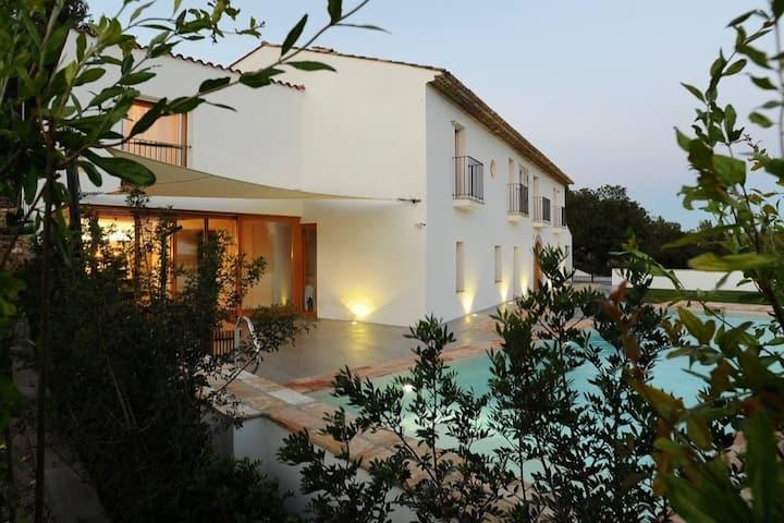 Week/Wkend Getaway Villa 14+ in Parc del Garraf