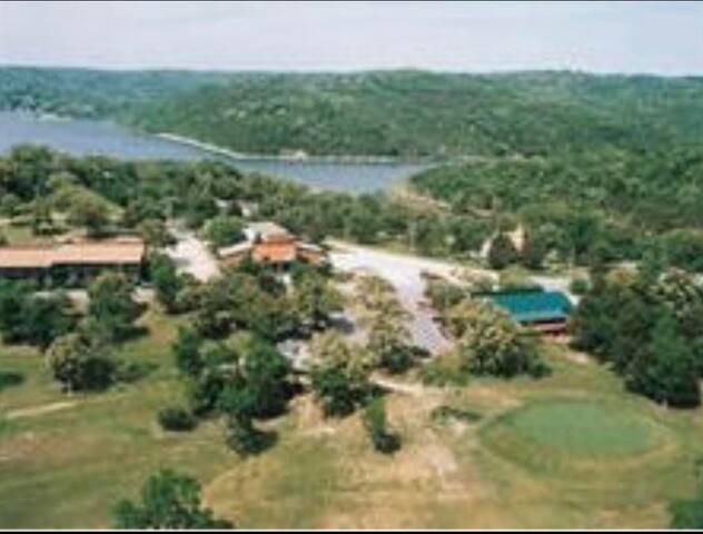 Lakeside Quarantine Getaway 70 acres Table Rock