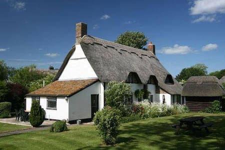Idyllic detached thatched house - Tarrant Monkton - Dům