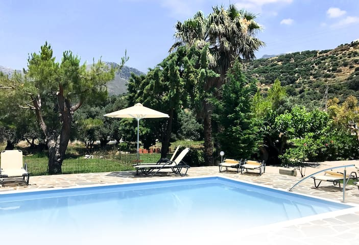 IRIDA Studios Hotel in Plakias with Garden & Pool