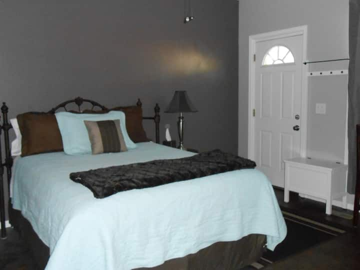 Home Sweet Home -Studio Apartment -Sleeps 2