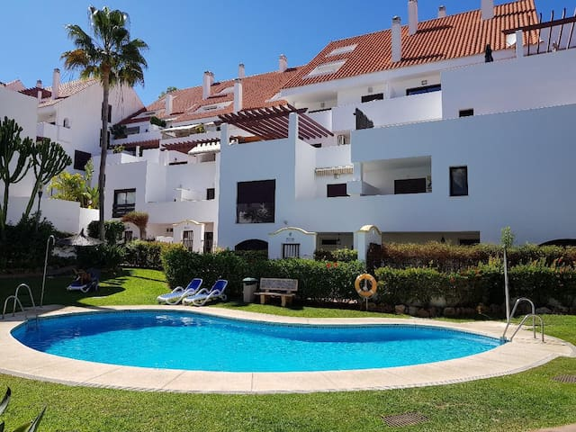 Luxury Apt Marbella 15 mins walk to Puerto Banus