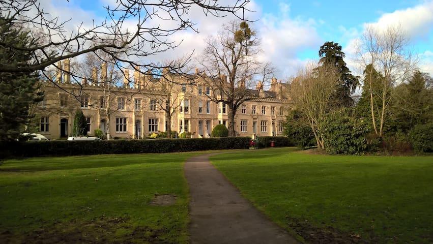 Beautiful Regency apartment, 10 mins walk to Races