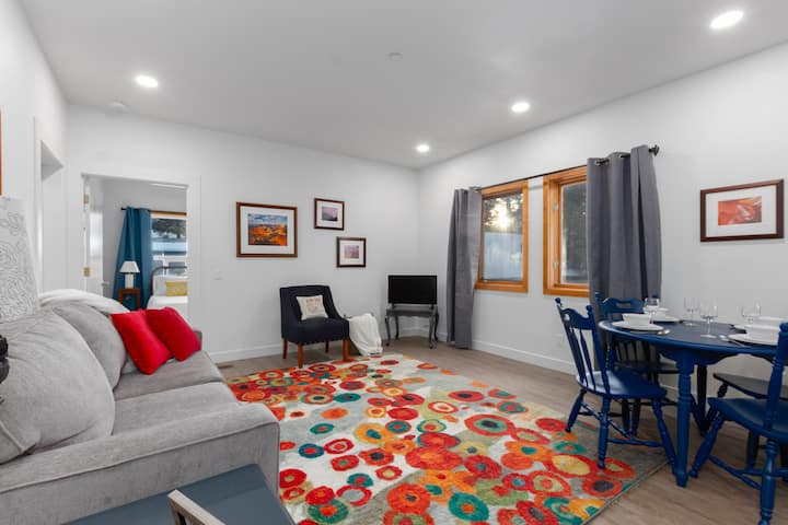 New! In town, easy access to slopes/restaurants