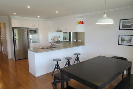 Modern 3 bedroom apartment, sleeps 8 - Jindabyne