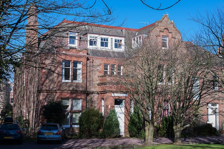 Spacious 2 Bedroom Flat - sleeps 4 - North Berwick