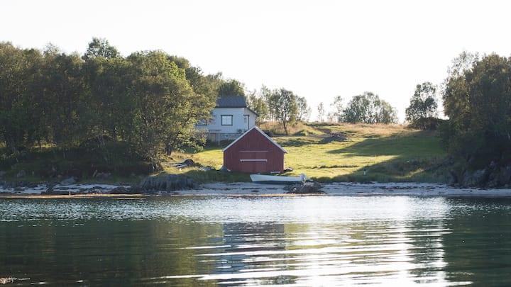Almahuset, Alsvåg, close to Nyksund in Vesterålen