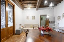 Wide 150 sqm Apartment in Trastevere (3 Bedrooms)