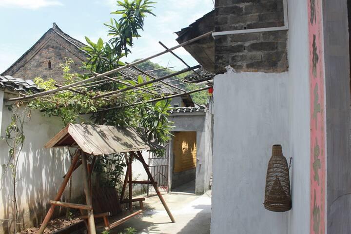 yangshuo loong old house backyard king room 02 - Guilin - Bed & Breakfast