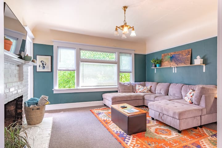 Centrally located NW Alphabet District Home